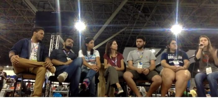 Da esquerda para a direita: João Vitor, Luiz, Angelita, Cinthia, Gabriel, Yolanda e Maria Vitória