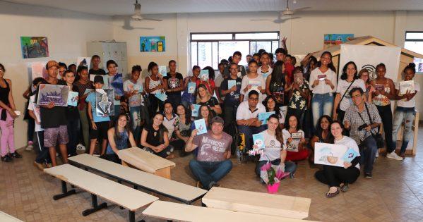 Estudantes, professores e voluntárias juntas